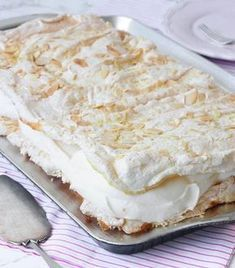 Meringue Pavlova, Baking Recipes, Tart, Cupcakes, Cheese, Muffins, Food, Cooking Recipes, Cupcake Cakes