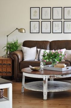 Living Room Decorating with Leather Furniture. 20 Living Room Decorating with Leather Furniture. Brown Couch Living Room, Living Room Paint, My Living Room, Living Spaces, Brown Couch Decor, Dark Couch, Living Room Ideas Leather Couch, Dark Brown Sofas, Black Sofa