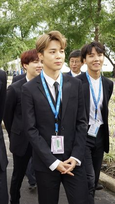 Am I wrong or he really looks like a business man leading his employees Jimin you have got jams 흫_흫 Bts Jimin, Bts Bangtan Boy, Jhope, Mochi, Rap Monster, Lee Min Ho, Bts Memes, K Pop, Taehyung