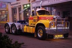Dog | Fully restored B-Model mack at the Alexandra Truck Sho… | Flickr