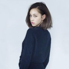 kiko mizuhara is perfection // asian models //black with brown ends*updated in better quality edited by fyeahkikomizuhara, please don& repostNice and simple bobCony para irse a la pile! Japanese Beauty, Japanese Girl, Asian Beauty, Girl Short Hair, Short Girls, Cindy Crawford, Asian Woman, Asian Girl, Asian Fashion