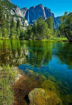 Yosemite Falls is the highest measured waterfall in North America. Located in Yosemite National Park Beautiful World, Beautiful Places, Beautiful Pictures, Beautiful Gifts, Landscape Photography, Nature Photography, Yosemite Falls, Image Nature, Parcs