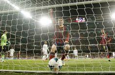 3-4: El Barça reaviva la Liga en terreno del Madrid