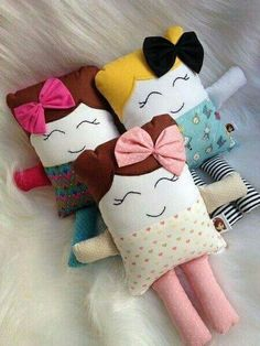 A fun extra baby gift - a softie or two that matches the gift blanket/quilt/outfit. Sewing Pillow Patterns, Sewing Pillows, Diy Pillows, Doll Patterns, Felt Crafts, Fabric Crafts, Sewing Crafts, Kids Crafts, Sewing Projects