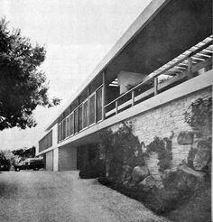 """Η Έπαυλις Μάρκου Νομικού στο Καβούρι. Αρχιτέκτων: Εμμανουήλ Βουρέκας [γεν. 1907 – † 1992] Πηγή: Στοιχεία """"Εξοχικής Κατοίκησης"""" """"Αρχιτεκτονική"""" 1957-1969: Weekend House, Greek, Stairs, Architecture, Hotels, Decor, Shape, Trendy Tree, Arquitetura"""