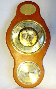 Barômetro e higrômetro de origem alemã com 35cm de comprimento.