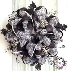 black and white sophisticated Halloween #decomesh wreath by www.southerncharmwreaths.com