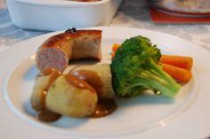 Medisterpølse med brun sovs og kartofler - nem aftensmad