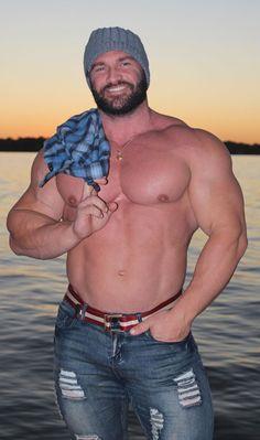 Beautiful Men Faces, Gorgeous Men, College Boys, Workout Results, Beefy Men, Mature Men, Guy Pictures, Big Men, Muscle Men