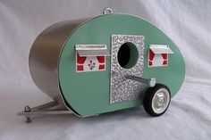 OMG I want this sooo bad!!! what a great vintage style birdhouse design~