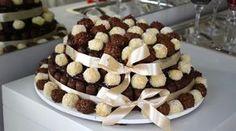 Para tudo para esse bolo de prestigio é MARAAAAAVILHOSO! Juntamos a fome com a vontade de comer, juntamos tudo de mais gostoso em um bolo só! Imagina, bolo negão de chocolate super fofo, recheado com recheio de prestígio, coberto por uma incrível ganache de chocolate e ele todinho decorado por chocolates de prestigio e brigacakes [&hellip