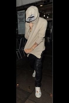 Hiding from the Papz on his birthday. 19th Birthday, Justin Bieber, Leather Jacket, Jackets, Baby, Fashion, Studded Leather Jacket, Down Jackets, Moda