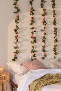 Exceptional boho bedroom are offered on our site. Read more and you wont be sorry you did. Uni Room, Dorm Room Art, Cute Room Decor, Flower Room Decor, Bedroom Wall Decorations, Cool Home Decor, Diy Dorm Decor, Cute Room Ideas, College Dorm Decorations