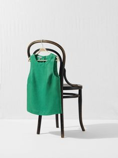 Things are finally warming up! Whether you're giving your workwear a summer refresh or holiday shopping, our easy, breezy linen tops are sure to fit the bill. #HobbsLondon #summer #green #linen