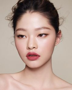 Kim A Hyun Hyun Lip In 2019 Lips Monolid Makeup Natural – Eye Makeup natural Smudged Eyeliner, Monolid Eyes, Asian Eye Makeup, Lip Makeup, Makeup Tips, Makeup Ideas, Makeup Art, Eyeliner Wing, Asian Makeup