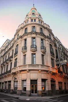 """Rosario, Santa Fe, Argentina.   Bar y Hotel """"El Savoy"""" en el centro de Rosario Photo: Sigfrid Lopez via Flickr."""