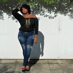 Eu tenho o maior xodó por essa sessão de fotos! Tem tantas fotos lindas... Vontade de mostrar todas elas pra vcs! 😊 #PlusSize #PlusSizeModel #PlusSizeJeans #CelebrateMySize #Curvspiration #curvygirlsvip #MorenoLook #ModaParaTodos #ModaGG #BokkerJeans