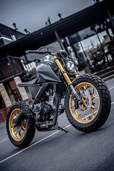 The Head-Turning Yamaha 'Monkey-Slaz' Tracker by Thailand's K-Speed | American Luxury Tracker Motorcycle, Scrambler Motorcycle, Moto Bike, Motorcycle Design, Yamaha Motorcycles, Yamaha Yzf, Custom Motorcycles, Custom Bikes, Bajaj Motos