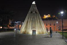 Bom Dia!!! Leiria quer entrar no Livro do Guiness com a Maior Árvore de Natal feita com paletes!! Já a visitou??? Está linda!!! Boas Descobertas!!!