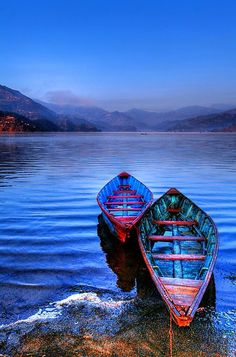 scent-of-me: Canoes on Phewa Lake Nepal Nature Pictures, Cool Pictures, Boat Art, Row Row Your Boat, Le Havre, Canoe And Kayak, Wooden Boats, Water Crafts, Places Around The World