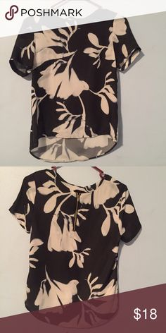 NWOT Polyester Top 👚 Sheer 100% polyester top with zipper design on back! Bought this for work but ended up never wearing it! Lovely water color flower look. Size 8 but fits more like a 6 or loose 4. Make me an offer☺️🎀 H&M Tops Blouses