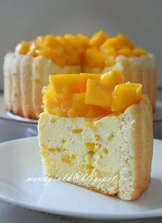 ☆Table for or more: Mango Cheese Charlotte -No Bake Cheesecake (Recipe) Mango Dessert Recipes, Fruit Recipes, No Bake Desserts, Just Desserts, Sweet Recipes, Delicious Desserts, Cooking Recipes, Yummy Food, Mango Recipes Baking
