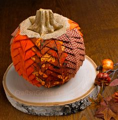 Tutorial: Prairie point pumpkin Sharon from Crafts 'n Coffee shows how you can make a pretty fall pumpkin covered in layers of folded fabric prairie points. There's no sewing required, just cutting and lots of foldin… Autumn Crafts, Thanksgiving Crafts, Holiday Crafts, Harvest Crafts, Diy Pumpkin, Pumpkin Crafts, Pumpkin Ornament, Fabric Pumpkins, Fall Pumpkins