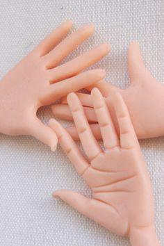 Cómo modelar una mano en fondant y pasta de goma                                                                                                                                                                                 Más