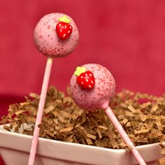 Learn how to make this simple cake pop recipe for strawberry banana cake pops using homemade fruit candy.