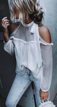 summer outfits White Cold Shoulder Blouse + Bleached Skinny Jeans cute outfits for girls 2017 New Outfits, Spring Outfits, Casual Outfits, Cute Outfits, Fashion Outfits, Outfit Summer, Jeans Fashion, Fashion Blouses, Dress Fashion