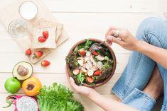 Αν πιστεύετε ότι η υγιεινή διατροφή είναι συνώνυμο της σαλάτας και της στέρησης, ήρθε η στιγμή να αναθεωρήσετε Healthy Snacks, Healthy Eating, Healthy Recipes, Rice Cake, Meal Prep For Work, Italian Street Food, Balanced Meals, Eat Lunch, Mindful Eating