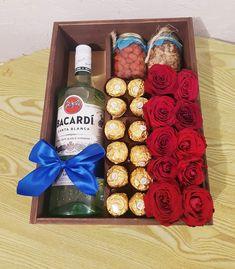 Valentine Gift Baskets, Cute Valentines Day Gifts, Birthday Gifts For Boyfriend Diy, Boyfriend Gifts, Flower Bouquet Diy, Present For Husband, Flower Box Gift, Birthday Basket, Coffee Box