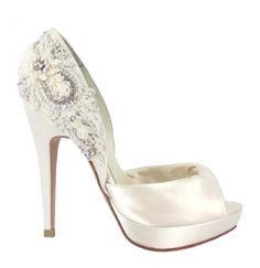 Os presentamos parte de la colección de Zapatos de Novia de la firma MENBUR.