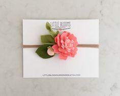 Fieltro flor diadema  CORAL por LittleBloomsHandmade en Etsy