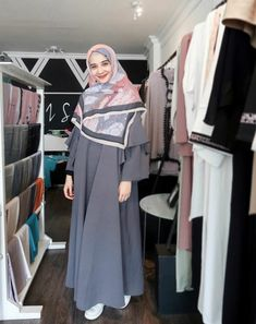 I like abaya style Hijab Style, Hijab Chic, Casual Hijab Outfit, Abaya Style, Abaya Fashion, Modest Fashion, Fashion Dresses, Muslim Dress, Hijab Dress