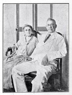 El Presidente Horacio Vásquez y su esposa la Sra.Trina de Moya de Vásquez Mansión Presidencial Santo Domingo, República Dominicana Foto de la Década del 20 Felipe Horacio Vásquez Lajara (22 de octubre de 1860 – 25 de marzo de 1936) fue un militar y político Dominicano.