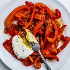 Breakfast or dinner? Who cares, as long as there's toast. One of our favorite fool-proof, go-to meals. Tunisian-Style Poached Eggs in Red Pepper Sauce Recipe Super Healthy Recipes, Healthy Foods To Eat, Healthy Munchies, Healthy Dishes, Veggie Dishes, Hot Pepper Recipes, Red Pepper Sauce, Bell Pepper, Poached Eggs