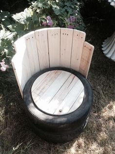 Old Tires With Pallets Wood Outdoor Chair - Pallet Furniture Project Tire Seats, Tire Chairs, Outdoor Chairs, Outdoor Pallet, Lounge Chairs, Outdoor Seating, Tire Furniture, Outdoor Furniture Plans, Rustic Furniture