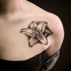 Tatouage fleur de lys - beaucoup d'idées de modèles. Les différentes significations de cette jolie fleur connue dès les temps anciens.