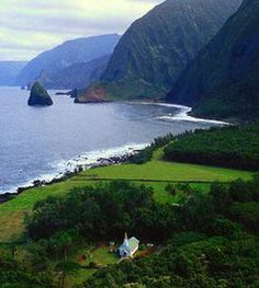 Location is the eastern side of Kalaupapa Peninsula on Molokai, the old leprosy settlement in Hawaii.  Truly the most beautiful and most heartbreaking place in the world.