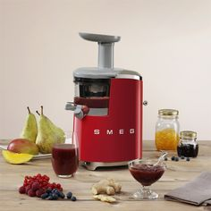 New Smeg Slow Juicer for keeping all the best from the fruits!