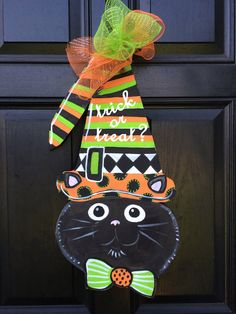 Halloween Door Decor Witch Black Cat Cat by OnionandChives Halloween Door Hangers, Halloween Door Decorations, Halloween Wreaths, Halloween Pumpkins, Halloween Crafts, Burlap Projects, Fall Projects, Wood Projects, Burlap Door Hangers