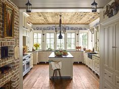 Kitchen Design Ideas - Pictures of Country Kitchen Decorating Inspiration French Country Kitchens, Country Farmhouse Decor, Modern Farmhouse Kitchens, French Country House, Farmhouse Kitchen Decor, French Country Decorating, Home Kitchens, Country Kitchen Decorating, Cottage Decorating