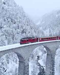 Ambiente: The Glacier Express through Landwasser Viaduct, Switzerland ❄️ Video by Tag someon. Zermatt, Europe Photos, Travel Photos, Glacier Express Switzerland, Places To Travel, Places To Visit, Travel Destinations, Switzerland Vacation, Alps Switzerland