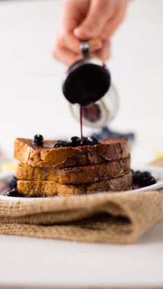 Healthy French Toast With Blueberry Maple Syrup ~ Healthy AF Healthy Breakfast Recipes, Healthy Desserts, Healthy Recipes, Tasty Meals, Healthy Breakfasts, Healthy Food, Healthy Eating, Smoothies, Breakfast