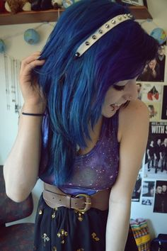 Cute hair and outfit :3