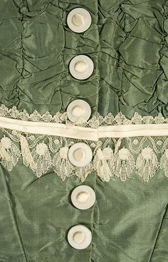 c. 1864 American silk bodice, details of buttons and lace