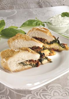 Poitrines de poulet farcies au brie et aux épinards Great Recipes, Healthy Recipes, Healthy Cake, French Food, Quail, Brie, Poultry, Food To Make, Chicken Recipes