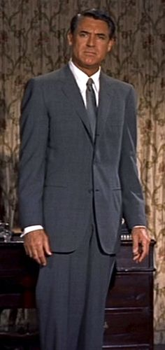 Cary Grant as Roger Thornhill in Affred Hitchcock's, 'North by Northwest', Cary Grant, Hollywood Actor, Classic Hollywood, Old Hollywood, North By Northwest, Famous Pictures, Old Movie Stars, Barbara Stanwyck, Carole Lombard