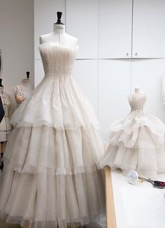 Dior Goes Doll-Sized With Fall 2020 Couture Collection.    Dior Couture, Couture Dresses, Couture Fashion, Lee Miller, Dior Dress, Dress Card, Dior Fashion, Column Dress, Couture Details